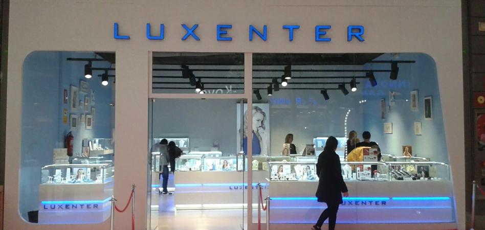 Luxenter gana una talla y abre nuevas oficinas en madrid for Oficinas adolfo dominguez madrid