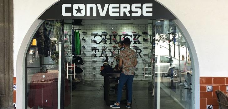 Un Paso Se Nike Latinoamérica En Refuerza Y Más Da Con Converse EHw5qwA