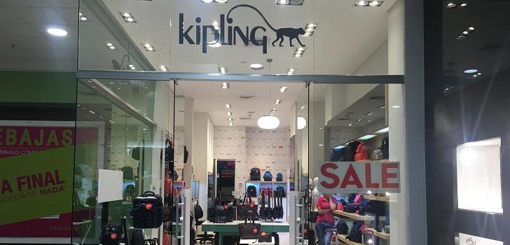 69a8344f8 Kipling roza las cuarenta tiendas en México con una apertura en Cancún