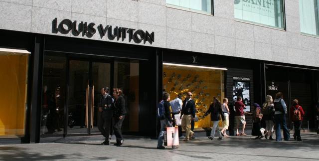 8c15afcb8 Louis Vuitton, Burberry y Hermès, líderes del lujo europeo en los ...